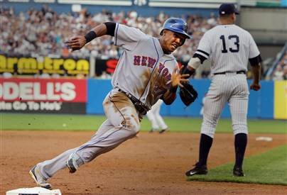 Carlos Gomez races home to score the Mets first run
