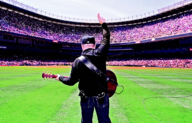 Simon performed Mrs. Robinson at Yankee Stadium in 1999 honor of Joe DiMaggio
