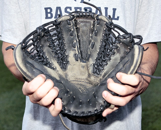 This is Venditte's glove!