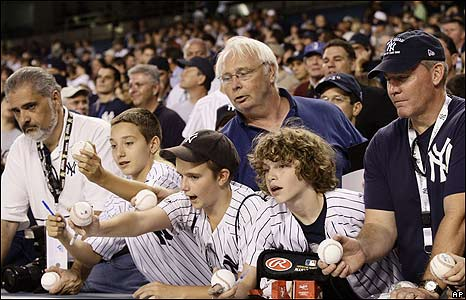 Real Yankees fans rule. Bandwagoners suck.
